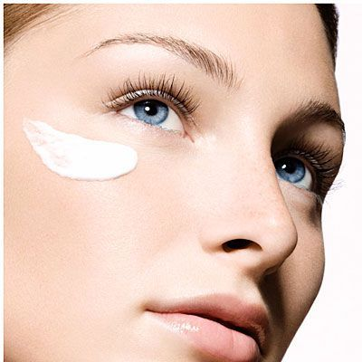 2 Anti-Aging Skincare Ingredients Dermatologists Like To Use